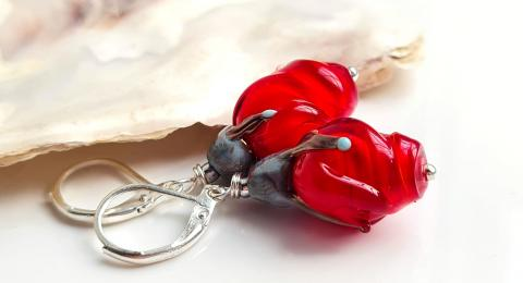 алые бутоны роз, красные цветы серьги, красные серьги муранское стекло купить