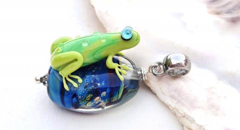 лягушка лэмпворк, лампворк лягушка, лягушка кулон, лягушка анна иванова