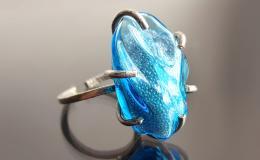 кольцо лэмпворк, кольцо с микробисером лэмпворк, выдувное муранское стекло перстень купить, голубое стекляное кольцо, кольцо льдинка из венецианского стекла