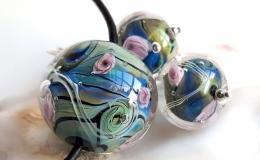 комплект украшений, цветочный комплект лэмпворк, комплект украшений мурано, муранское стекло цветы, кулон и серьги из стекла, синие цветы лэмпворк