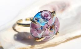 кольцо с цветами мурано, лэмпворк кольцо на металле, цветочный перстень венецианское стекло